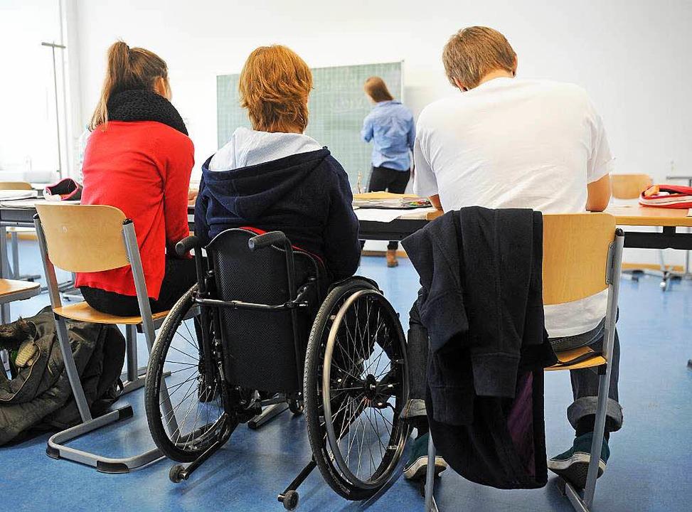 Schüler im Rollstuhl gibt es schon heu...se für Behinderte noch weiter öffnen.     Foto: dpa