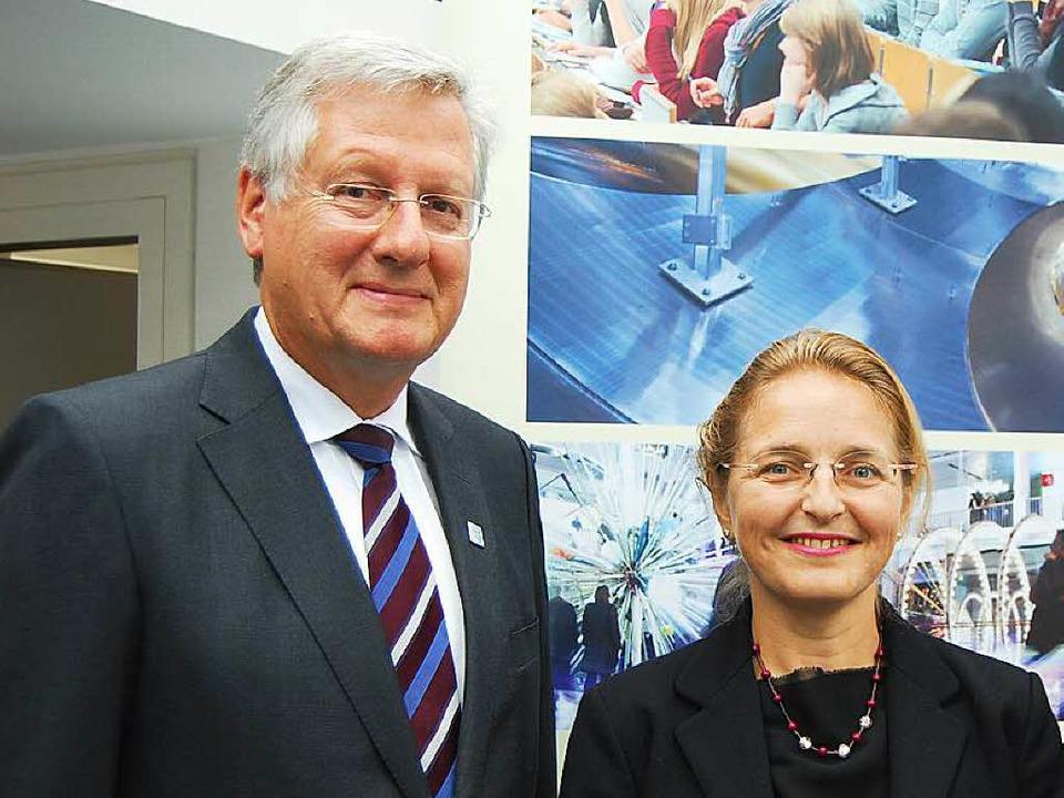 Einigten sich auf eine gemeinsame Lini...oli und Unirektor Hans-Jochen Schiewer  | Foto: ArchivFoto: BZ