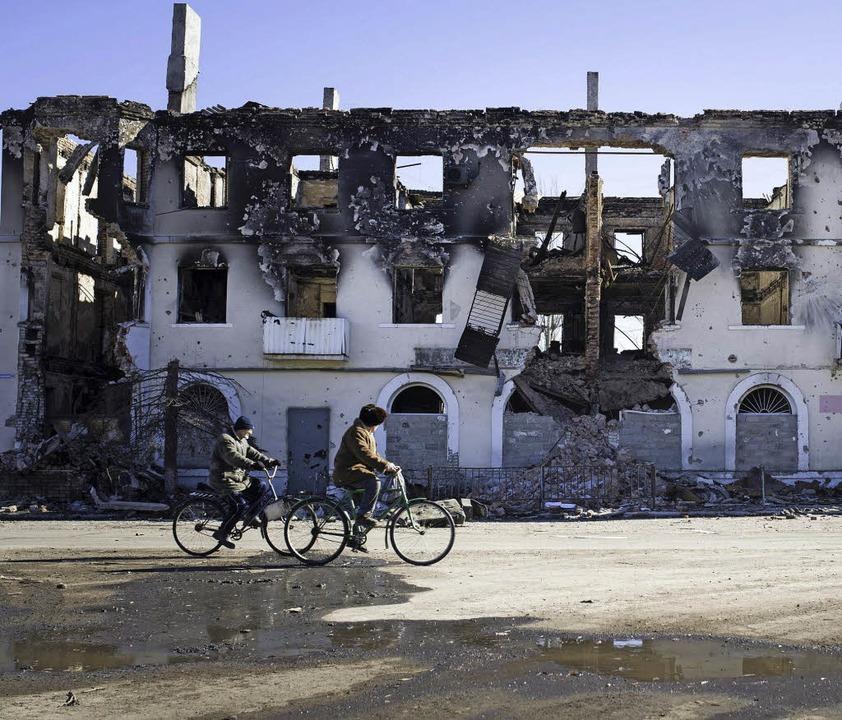 Ostukrainer fliehen vor den Kämpfen in...t wird das Ganze vom Gundelfinger DRK.  | Foto: dpa/privat