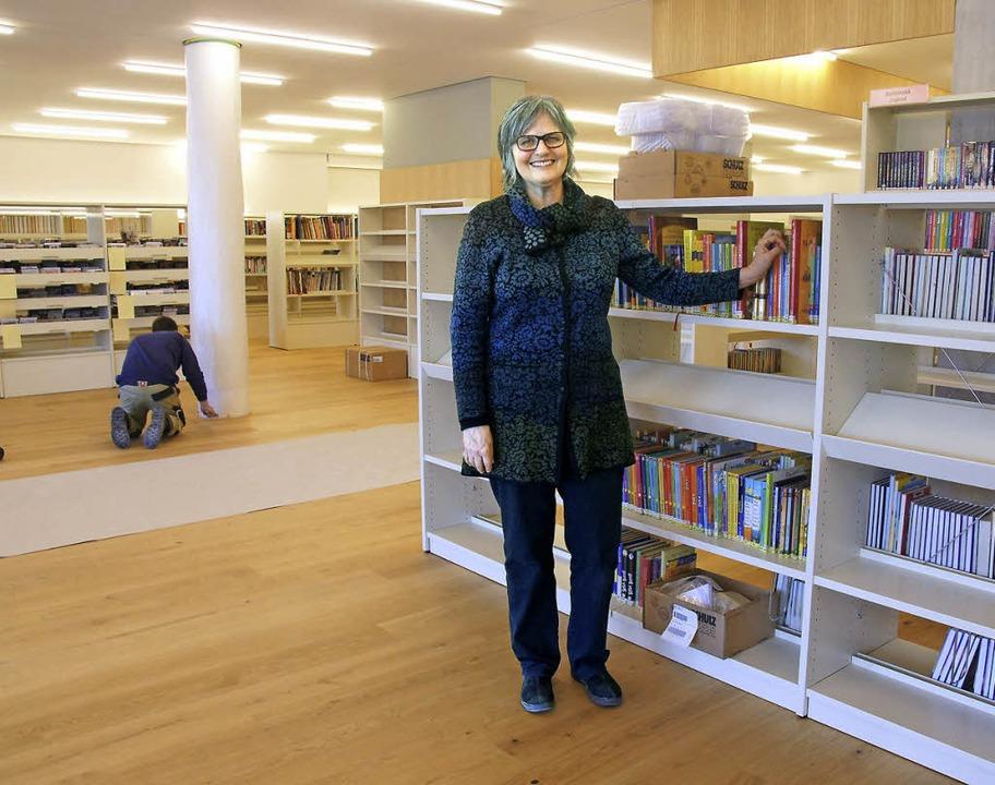 Die Bibliothek soll zum zweiten Wohnzi...klärt Bibliothekarin Barbara Scholer.   | Foto:  Valentin Zumsteg