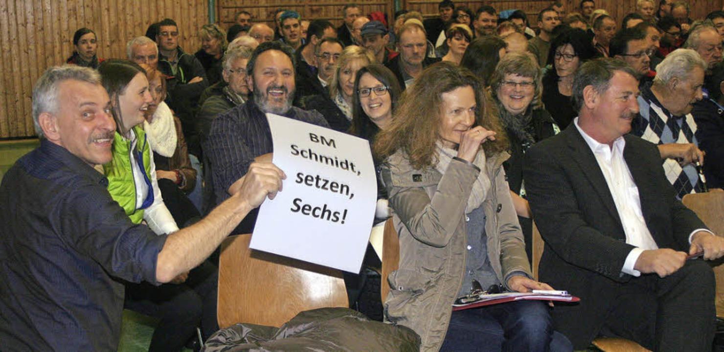 Protest bei der Gemeinderatssitzung in der Angenbachtalhalle   | Foto: Fabry