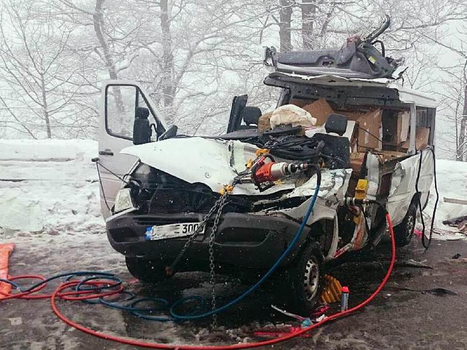 Der Kleintransporter nach dem Unfall.  | Foto: kamera24.tv