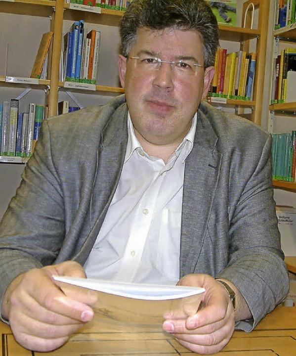 <Text>Elmar Vogt beschäftigt sich viel...m Werk von Johann Peter Hebel</Text>.   | Foto: r.frey