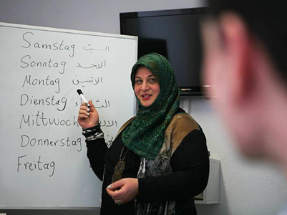Sana Ahmad-Hüssein Alyaaqubi gibt eine...chkurs für Anfänger im Begegnungshaus.  | Foto: Bastian Henning