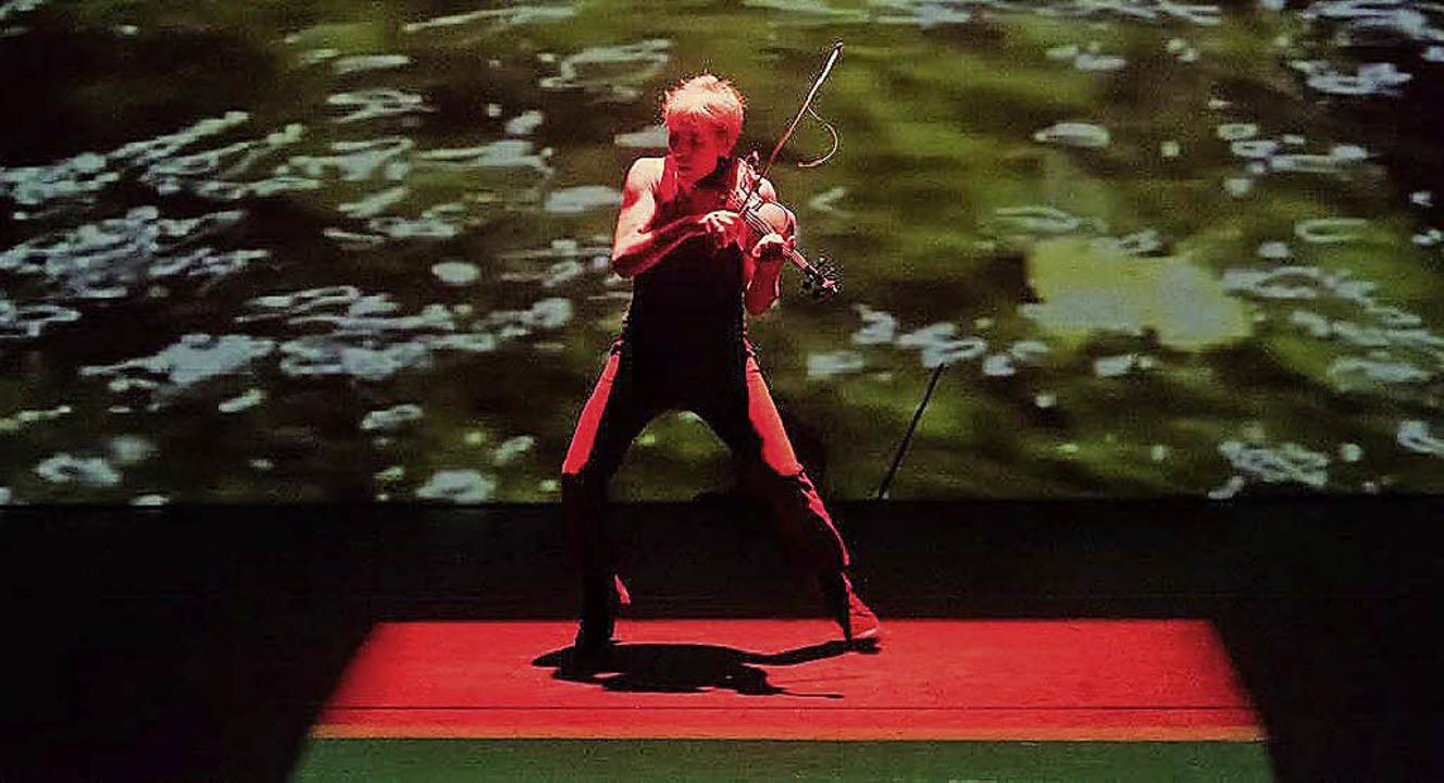 Konzeptkunst für alle Sinne: Harald Ki...ner Performance im E-Werk in Freiburg.  | Foto: Marc Doradzillo