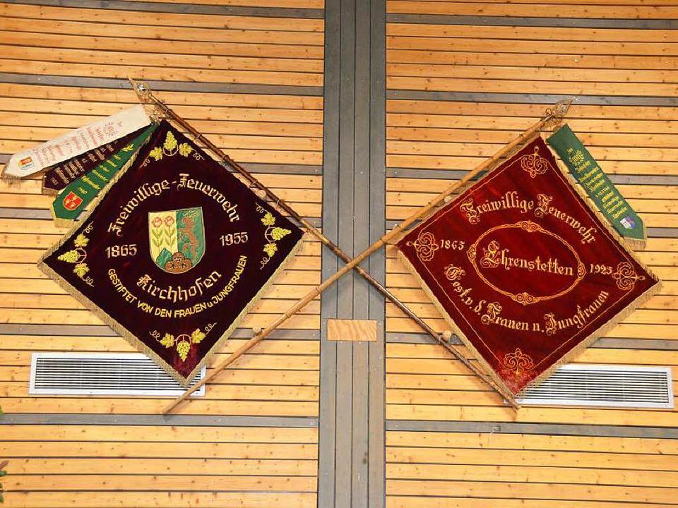 Mit historischen Fahnen geschmückt war die Kirchberghalle beim Festbankett.  | Foto: Andrea Gallien