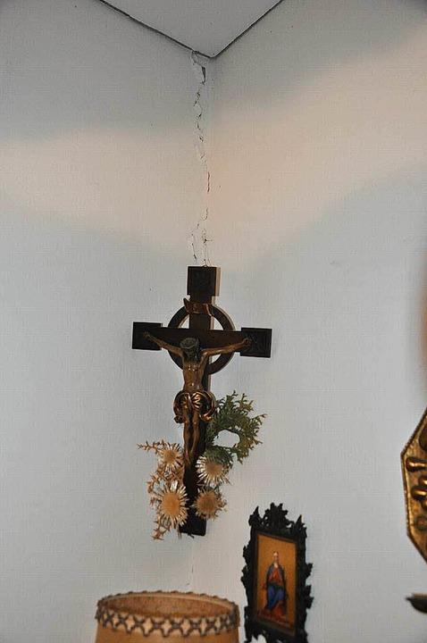 Jetzt hängt das Kreuz wieder bei Ursul... – die Frage ist nur: Wie lange?  | Foto: Rainer Ruther