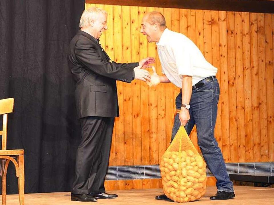 Passendes Geschenk: Bei seinem letzten... erhielt Rogler einen Sack Kartoffeln.  | Foto: claudia Renk