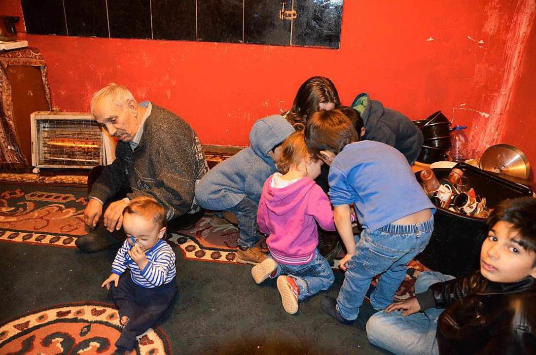 Die Familie lebt auf 20 Quadratmetern beisammen.  | Foto: adrian hoffmann
