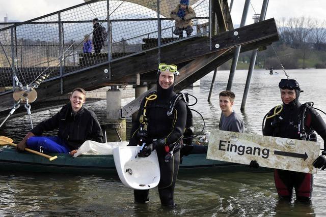 Freiburg putzt sich raus: 600 Freiwillige räumen Stadt auf