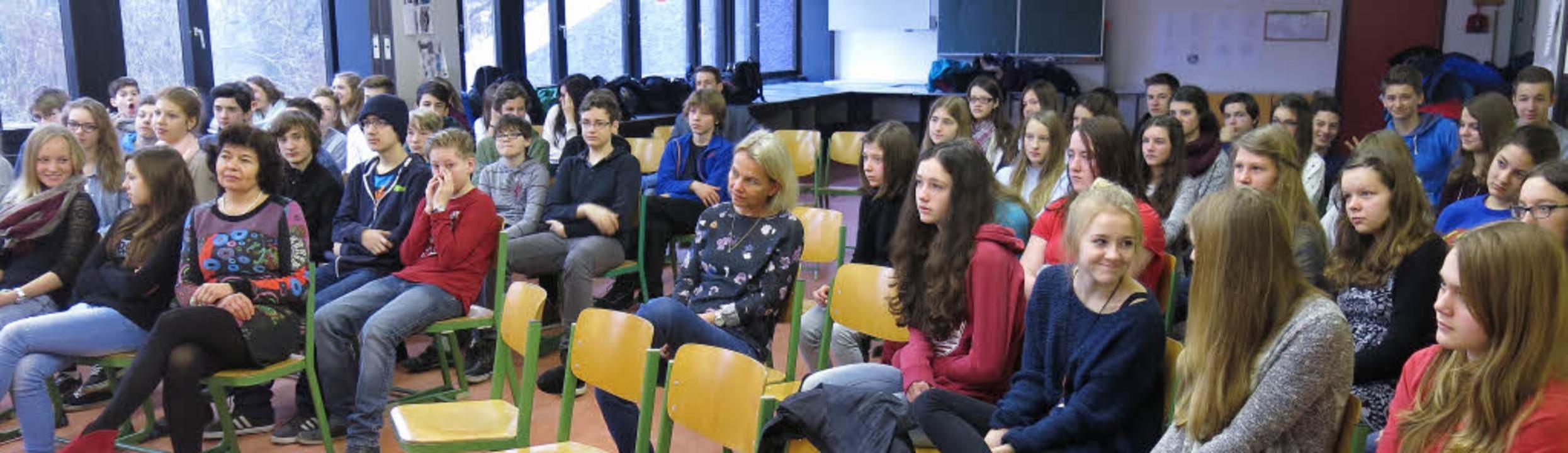 Die Schüler des GGE hören gebannt zu    Foto: Georg Voß