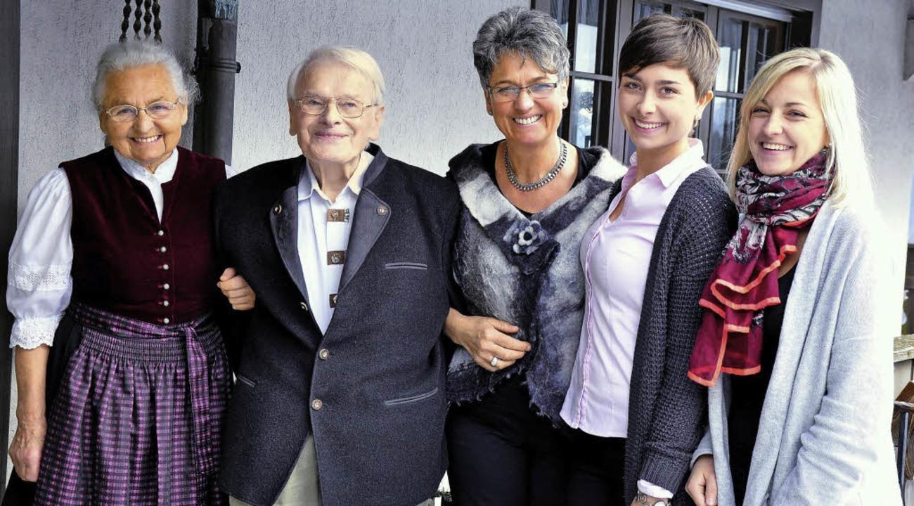 Nach 116 Jahren in der Familie geht je...öchtern Carmen und Leonie (von links).  | Foto: Georg Ganter