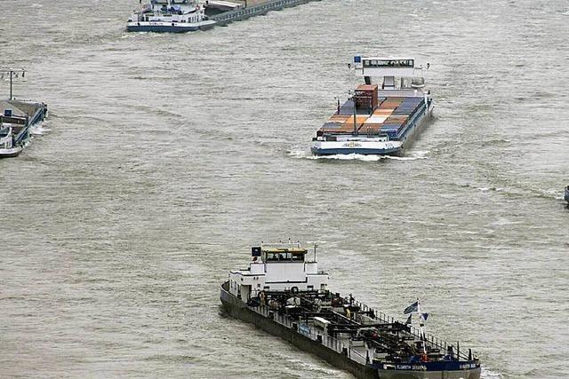 Schiff im Rhein bei Breisach untergegangen