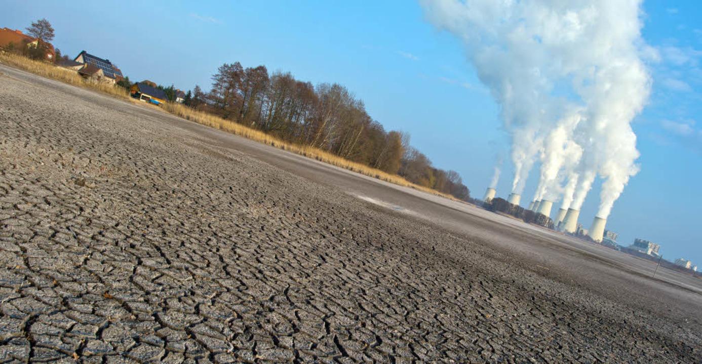 Viel Industrie (hier das Braunkohlekra...ktoren basierende Gesundheitsrisiko.    | Foto: dpa