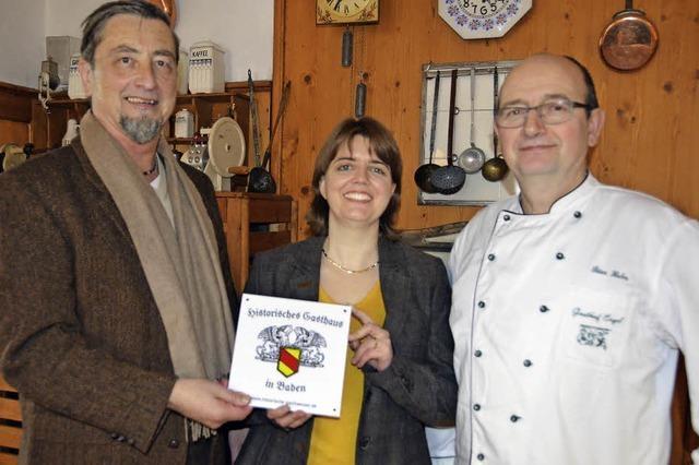 Müllheimer Gasthof Engel bekommt Plakette Historisches Gasthaus Baden verliehen