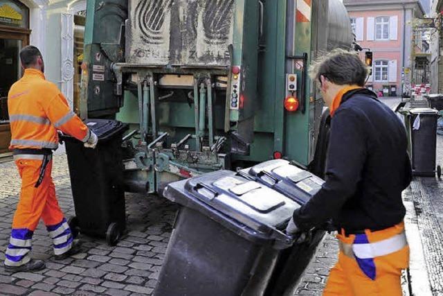 Voller Service fürs Leeren der Mülltonnen