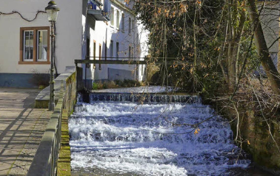 Der Klemmbach böte viel Potenzial für ...ührer der Stadtwerke Müllheim-Staufen.  | Foto: Sarah Golombeck