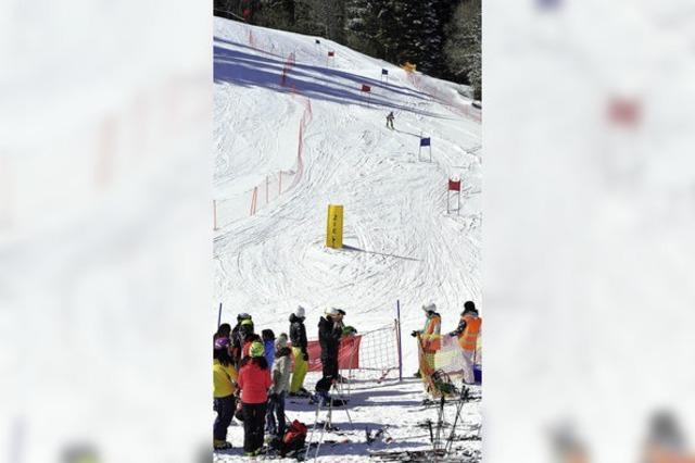 Mit Karacho brettern schon Grundschüler den Berg hinab