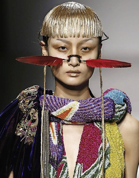 Mal bunt und wild, mal clean und chic:...d Mouret auf der Pariser Fashion-Week   | Foto: AFP