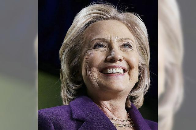 Clinton legt ihren E-Mail-Verkehr offen