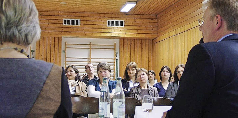 Schulamtsdirektorin Monika Blum-Thol u...agsschule und ihre möglichen Modelle.   | Foto: Karin Wortelkamp