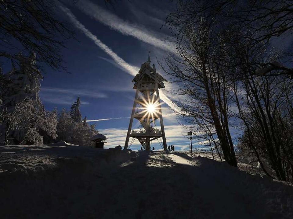 Schon von Weitem grüßt der Schauinslandturm, auch als Eugen-Keidel-Turm bekannt.  | Foto: Thomas Gemmert