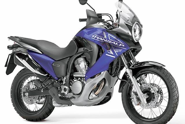 Motorrad verbrennt in Kfz-Werkstatt