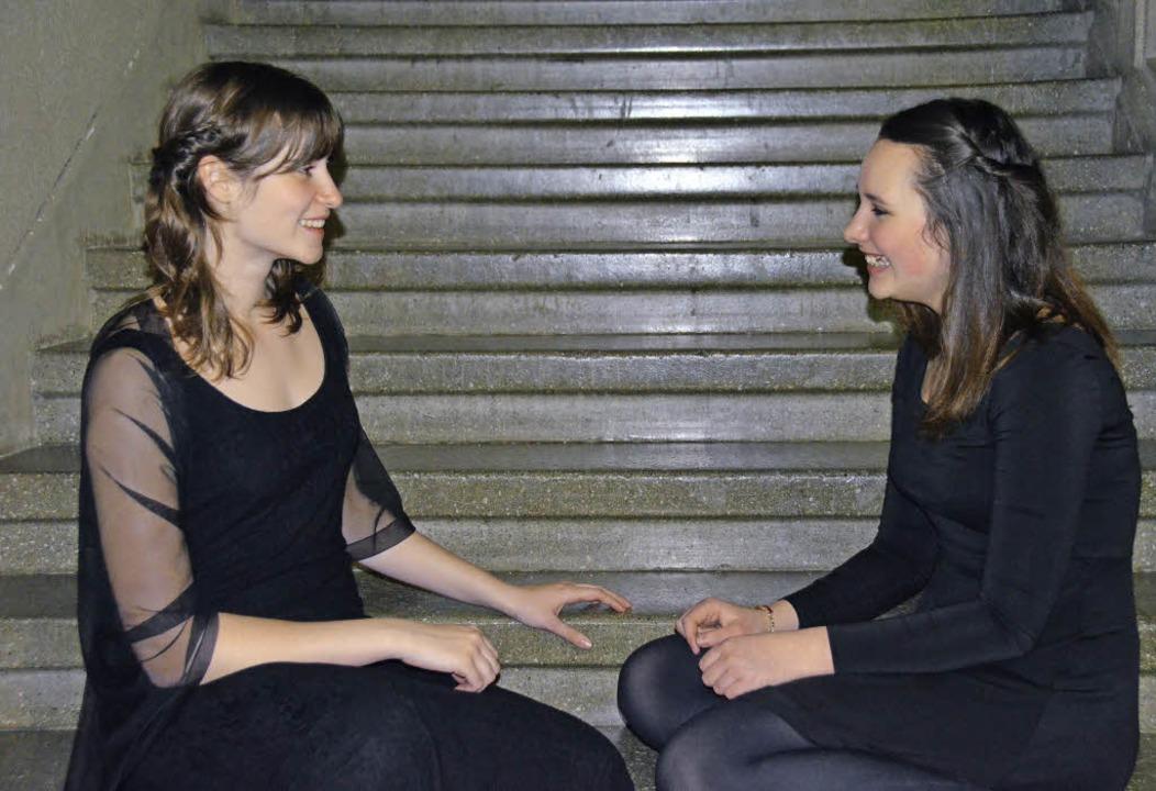 Unterhaltung auf Deutsch und Englisch:...haben sich vorige Woche kennengelernt.  | Foto: Dorothee Soboll