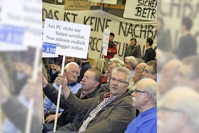 BI A98 Tunnel übergibt Brief an Minister