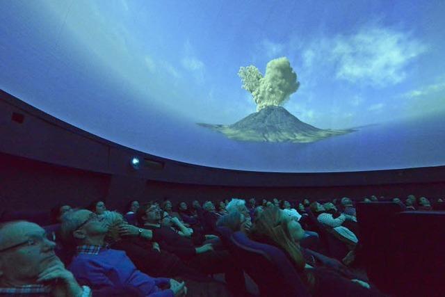 Vom Urknall zum Menschen: Geschichte im Zeitraffer im Planetarium
