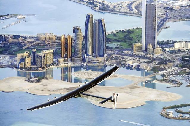 Schweizer startet Erdumrundung mit Sonnenkraftflieger