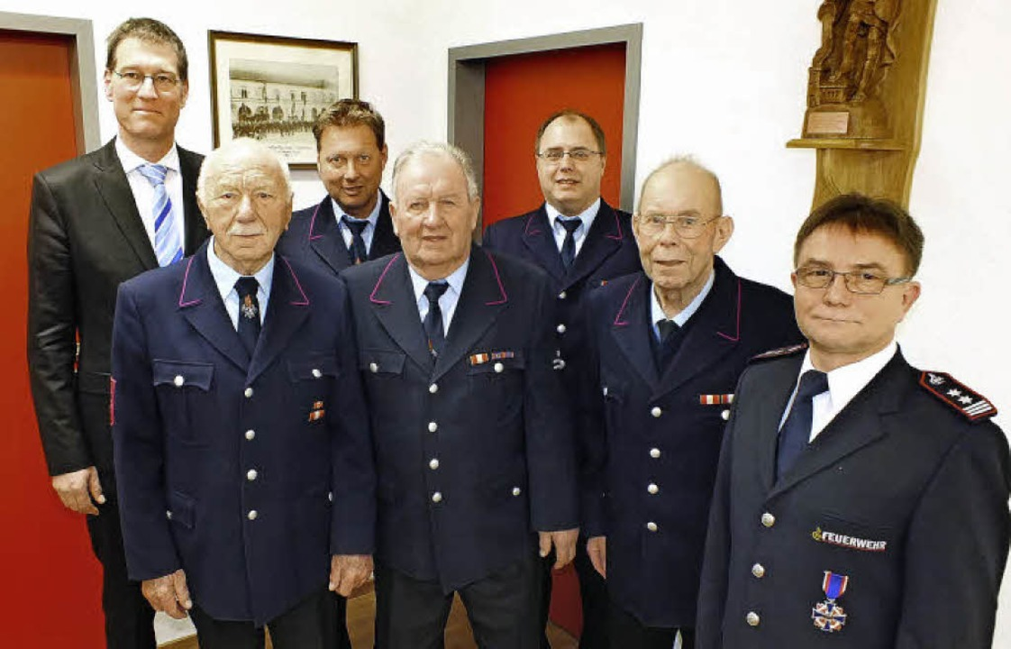Ehrungen bei Freiwilligen Feuerwehr Ka...euerwehrehrenkreuz in Silber erhielt.   | Foto: Rudi Rest