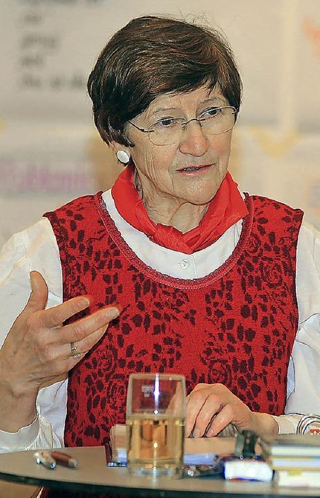 Gertrudis Weiß bei ihrem Mundartabend in Ettenheim     Foto: S. Decoux-Kone