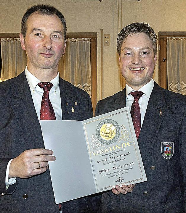 Vorsitzender Alexander Wehrle (rechts)... des Oberbadischen Blasmusikverbands.     Foto: Helmut Rothermel