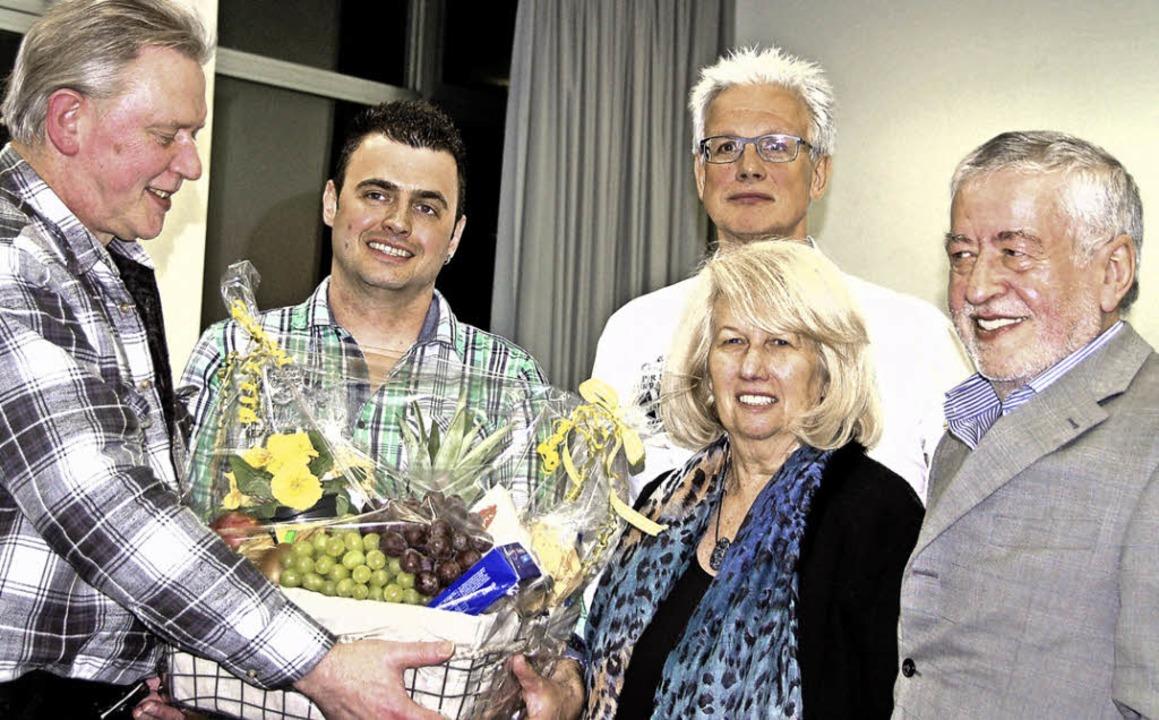 Die drei  Vorsitzenden des Gewerbevere...gsmitglieder  Helga und Paul Gebhard.     Foto: Pia Grättinger