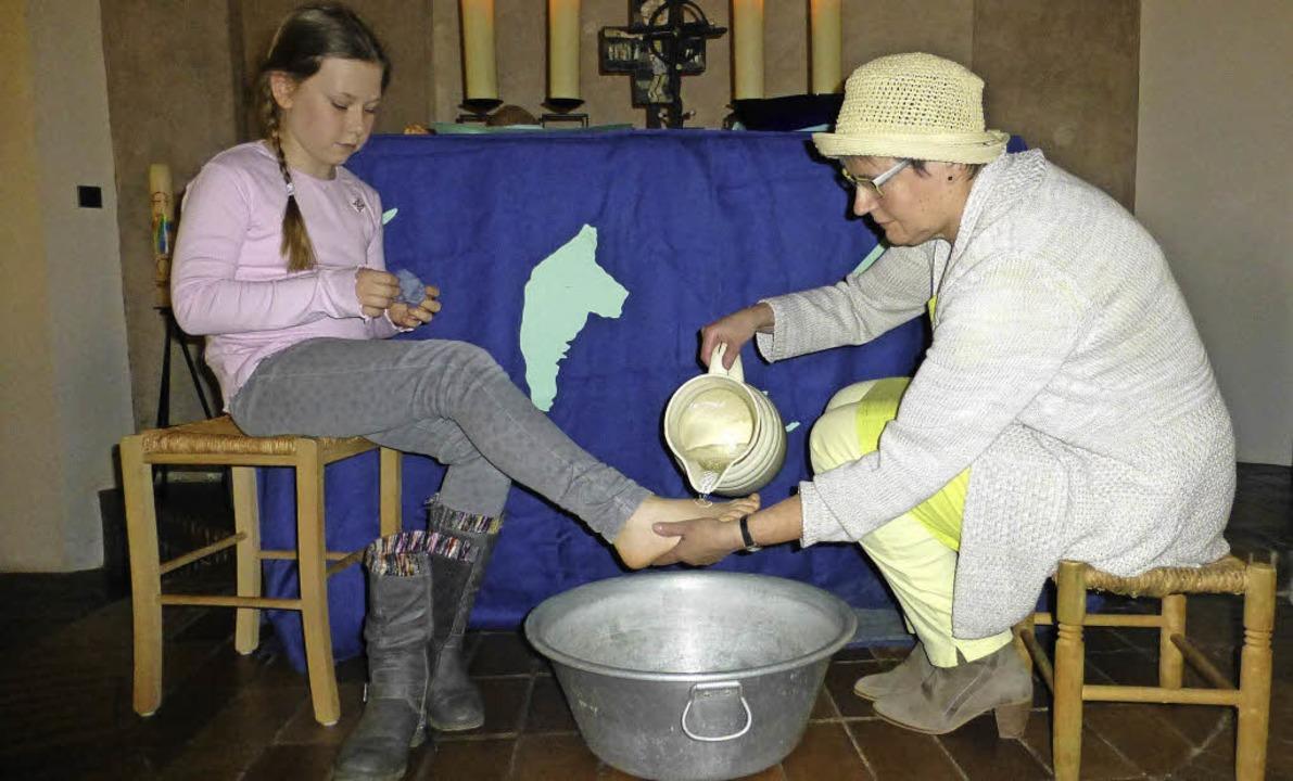 Weltgebetstag: Mit einer Fußwaschung u...den Bahamas gestalteten Gottesdienst.     Foto: Vera Winter
