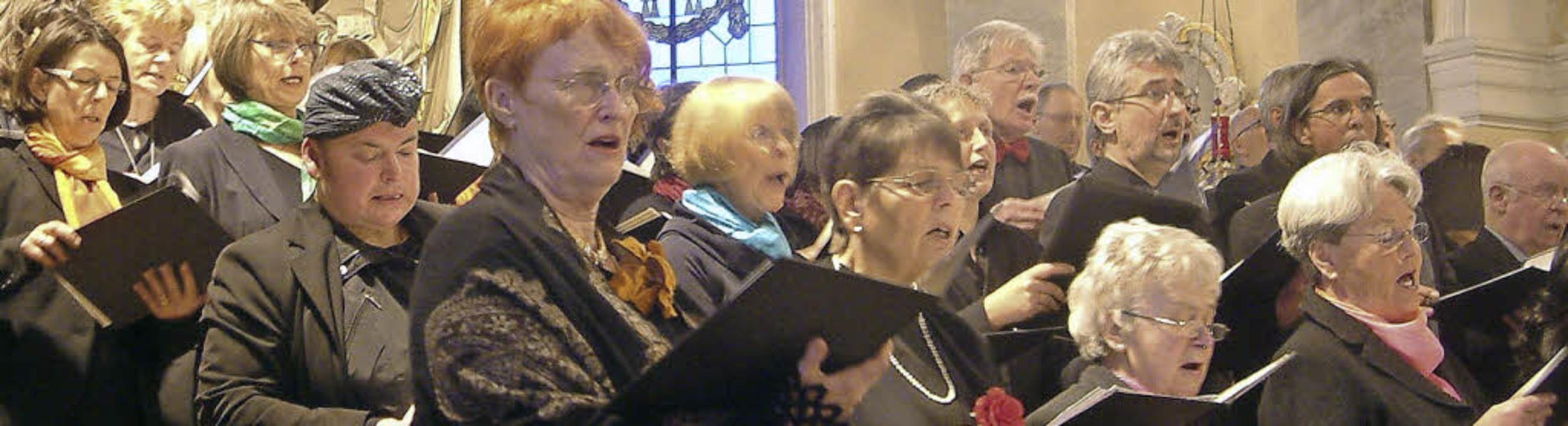 <Text>Bewegend: Die Kirchenchöre St. M...eistlicher Musik der Romantik</Text>.   | Foto: Roswitha Frey