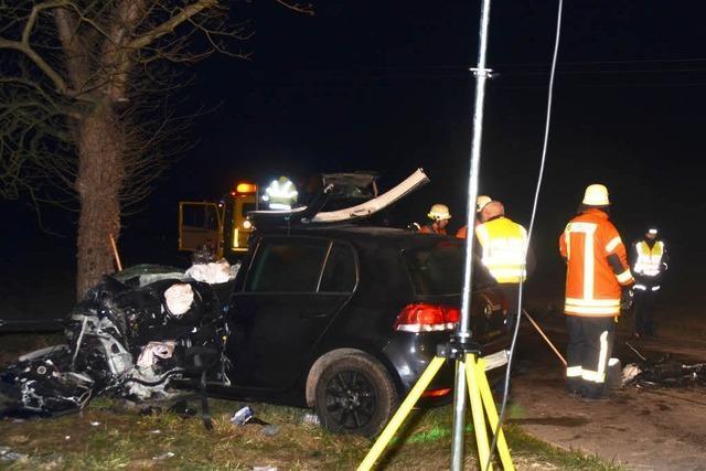 Frontal-Kollision bei Sasbach: 36-Jährige stirbt, 19-Jähriger schwer verletzt