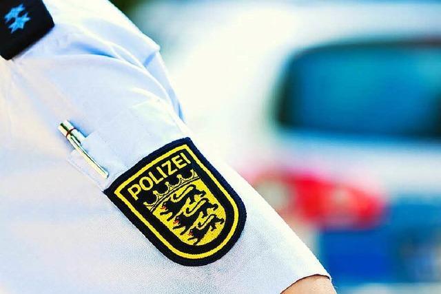 Fans des Karlsruher SC belagern Leipziger Team-Hotel
