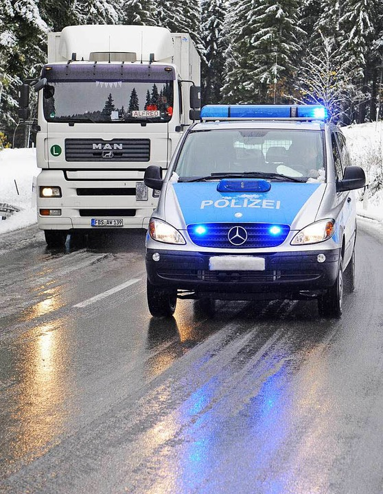 Drei Vorschläge, die für mehr Sicherhe...tenpflicht (rechts, Bundesstraße B31)     Foto: Winckelmann, Sattelberger, dpa