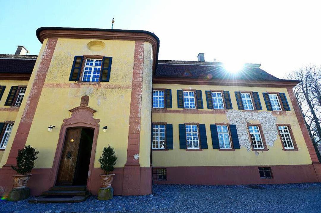 Im Schatten des 1750 erbauten Schlosse...eithalle war  in den 40ern Filmstudio.  | Foto: Ingo Schneider