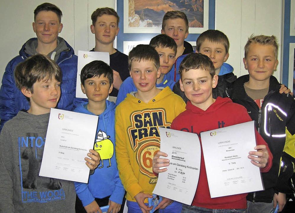 Die erfolgreichen Skisportler der Realschule am Giersberg   | Foto: privat