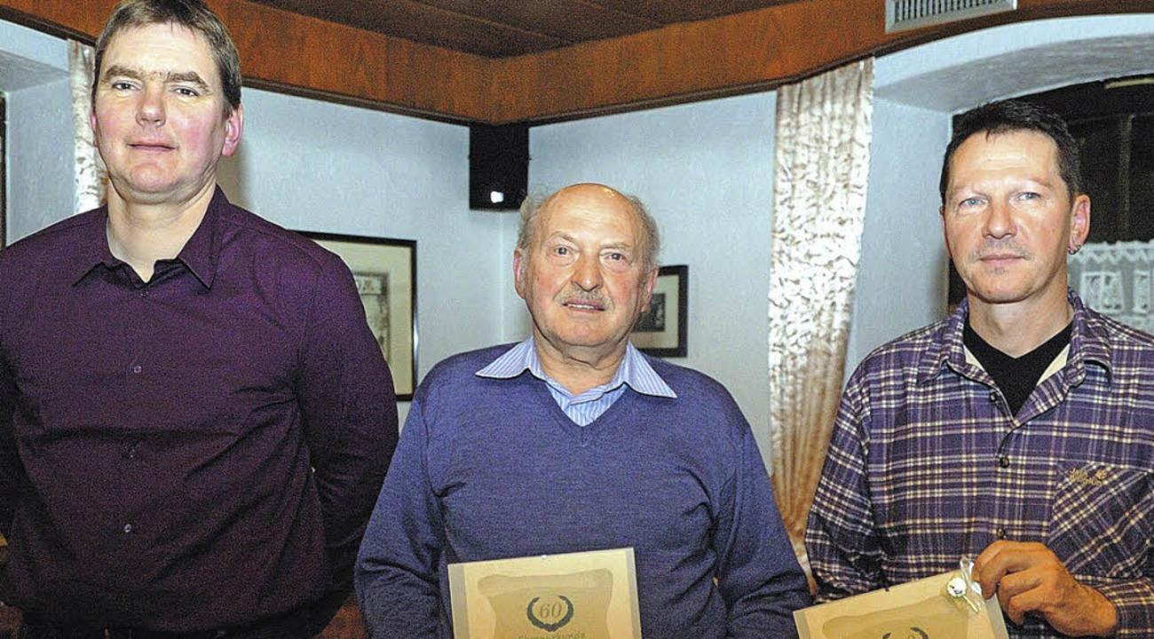 Vorsitzender Jörg Meyer (links) konnte...Erb für 40 Jahre Mitgliedschaft ehren.  | Foto: Jürgen Schweizer