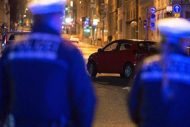 Polizeieinsatz gerät außer Kontrolle - Drei Verletzte