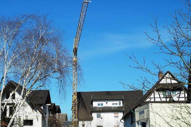 Rostiger Riese: Kran steht seit mehr als 25 Jahren in Zierolshofen