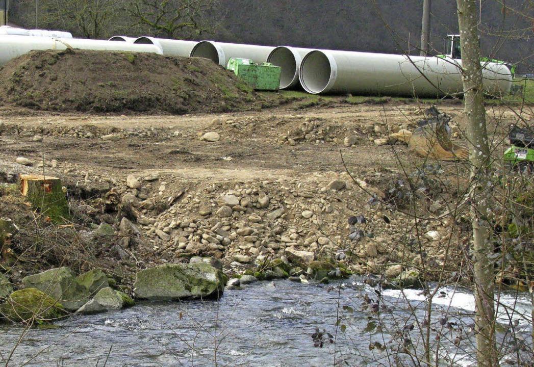 Hart an der Gemarkungsgrenze zwischen ...Fließwasser des Neumagens nutzen soll.  | Foto: Manfred Lange