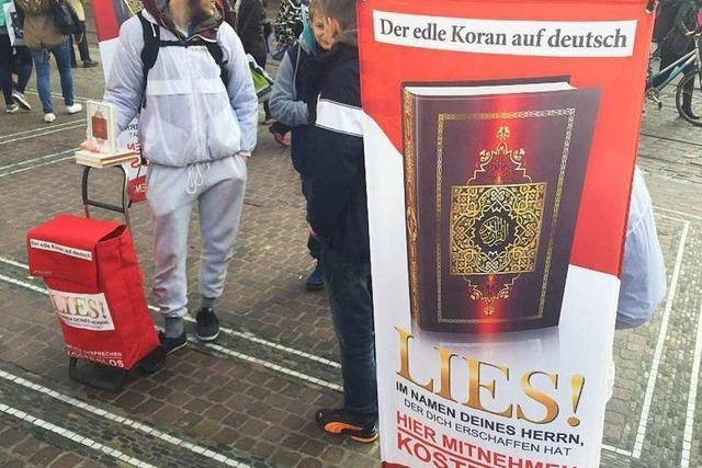 Salafisten verteilen Korane in Freiburg