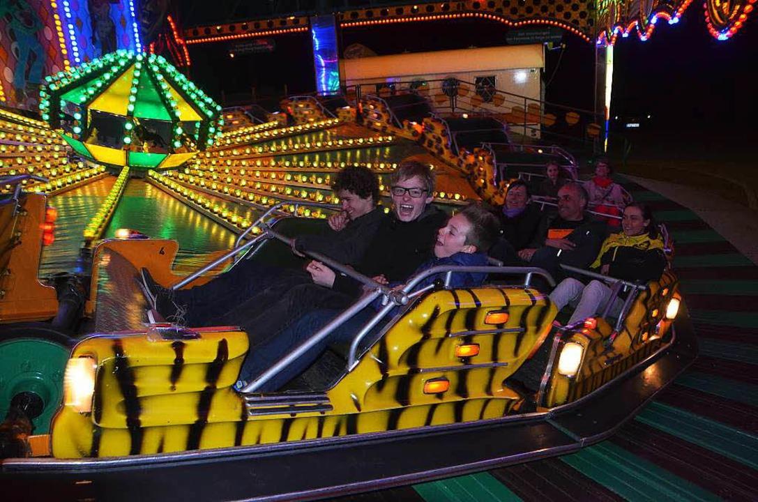 Spaß haben die  Ringer Johannes Vögele...links) und Mirco Kuder auf dem Rummel.  | Foto: Peter Gerigk