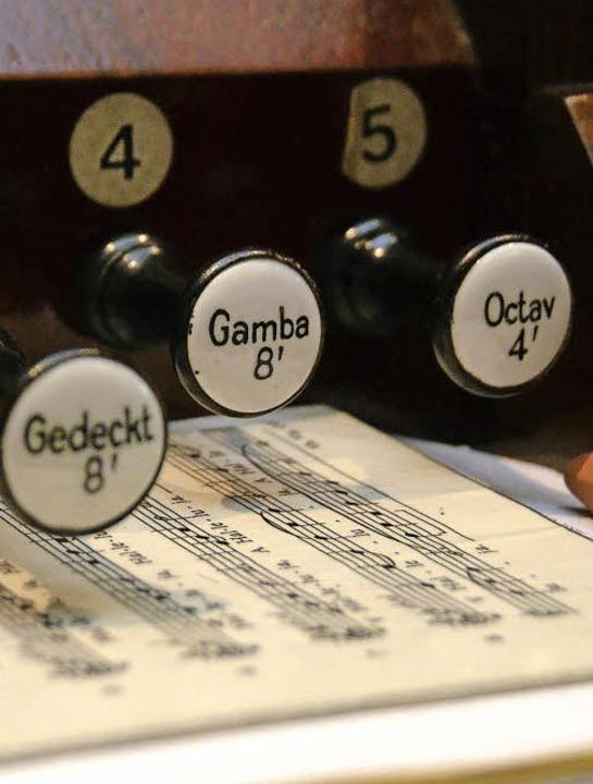 Wenn Willi Bechtold an der Orgel sitzt... Jahr war er Organist in Bollschweil.     Foto: Sophia Hesser