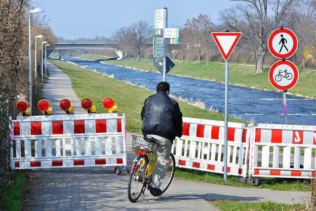 Viele Radler ignorieren Sperrung des Dreisamradwegs in Freiburg